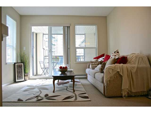 "Main Photo: 475 9100 FERNDALE Road in Richmond: McLennan North Condo for sale in ""KENSINGTON COURT"" : MLS® # V991745"