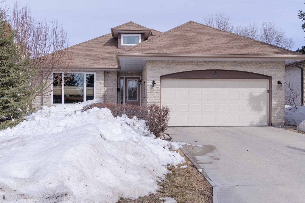 Main Photo: 71 Chancery Bay in Winnipeg: Single Family Detached for sale (River Park South)  : MLS® # 1407582