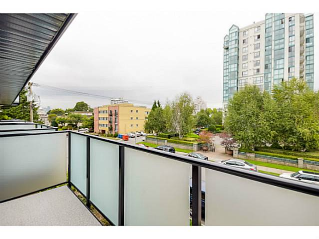 "Photo 6: 202 1205 W 14TH Avenue in Vancouver: Fairview VW Townhouse for sale in ""SIGNATURE PLACE"" (Vancouver West)  : MLS(r) # V1083796"