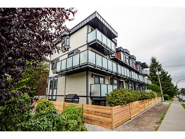 "Photo 1: 202 1205 W 14TH Avenue in Vancouver: Fairview VW Townhouse for sale in ""SIGNATURE PLACE"" (Vancouver West)  : MLS(r) # V1083796"