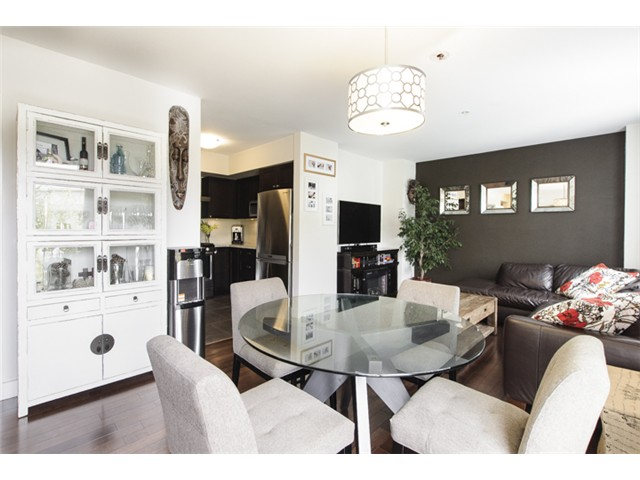Photo 2: 3160 Prince Edward Street in Vancouver: Mount Pleasant VE Townhouse for sale (Vancouver East)  : MLS® # V1123362
