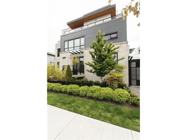 Main Photo: 3160 Prince Edward Street in Vancouver: Mount Pleasant VE Townhouse for sale (Vancouver East)  : MLS® # V1123362