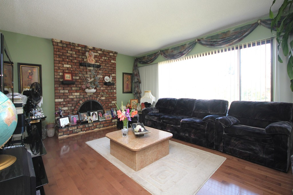 Photo 3: 4160 Williams Road in Richmond: House for sale : MLS® # V1140491