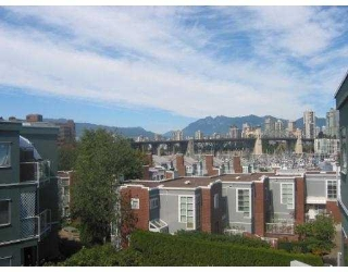 "Main Photo: 1530 MARINERS Walk in Vancouver: False Creek Condo for sale in ""MARINERS POINT"" (Vancouver West)  : MLS® # V619520"