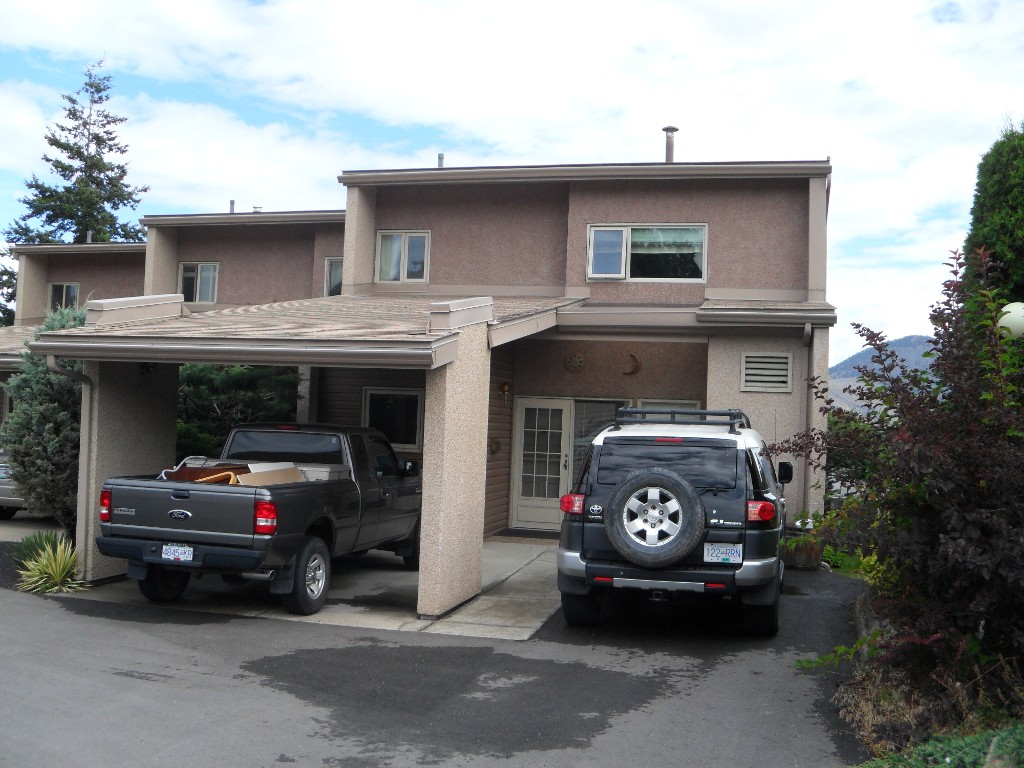 Main Photo: 9 1555 Summit Drive in Kamloops: Sahali Home for sale : MLS(r) # 136505