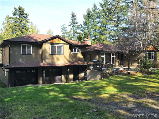 Main Photo: 464 W Viaduct Avenue in VICTORIA: SW Prospect Lake Single Family Detached for sale (Saanich West)  : MLS(r) # 321093