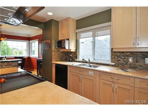 Photo 4: 518 Hampshire Road in VICTORIA: OB South Oak Bay Residential for sale (Oak Bay)  : MLS® # 339430