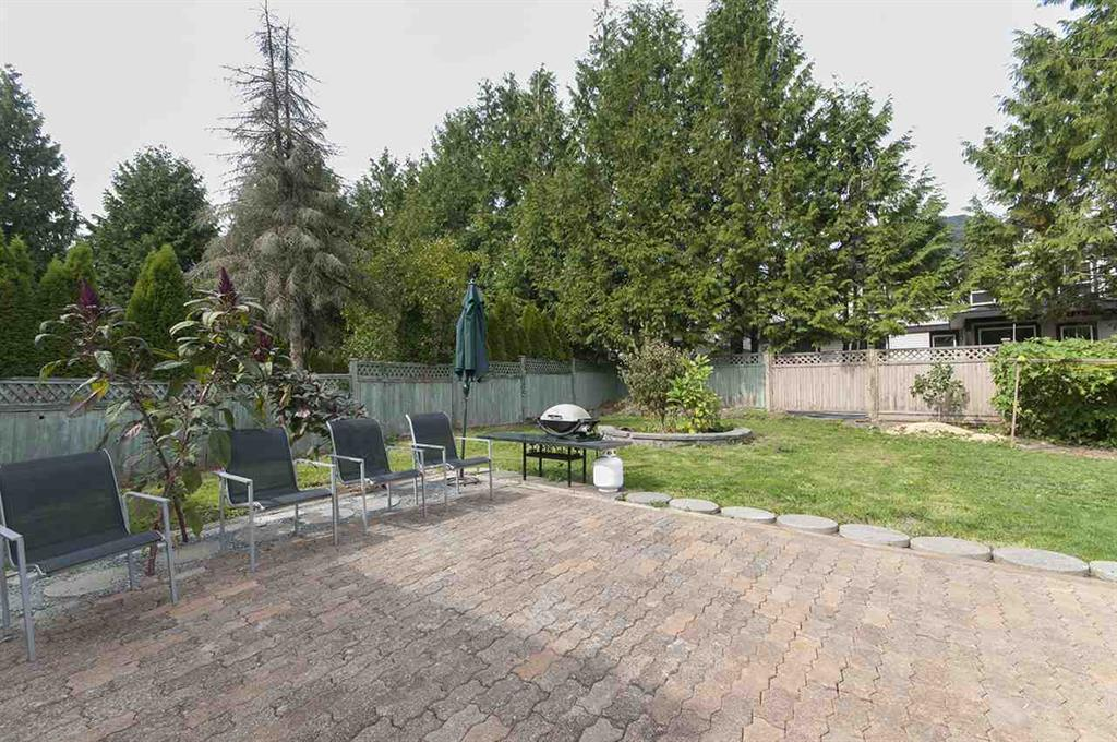Photo 4: 15845 80 Avenue in Surrey: Fleetwood Tynehead House for sale : MLS® # R2000839