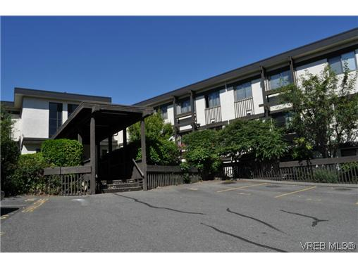 Main Photo: 208 1975 Lee Avenue in VICTORIA: Vi Jubilee Condo Apartment for sale (Victoria)  : MLS®# 313901