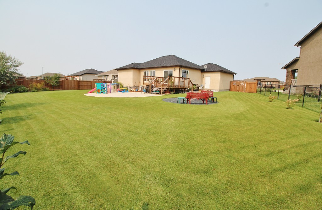 Photo 33: Great Family Home With HUGE Yard!