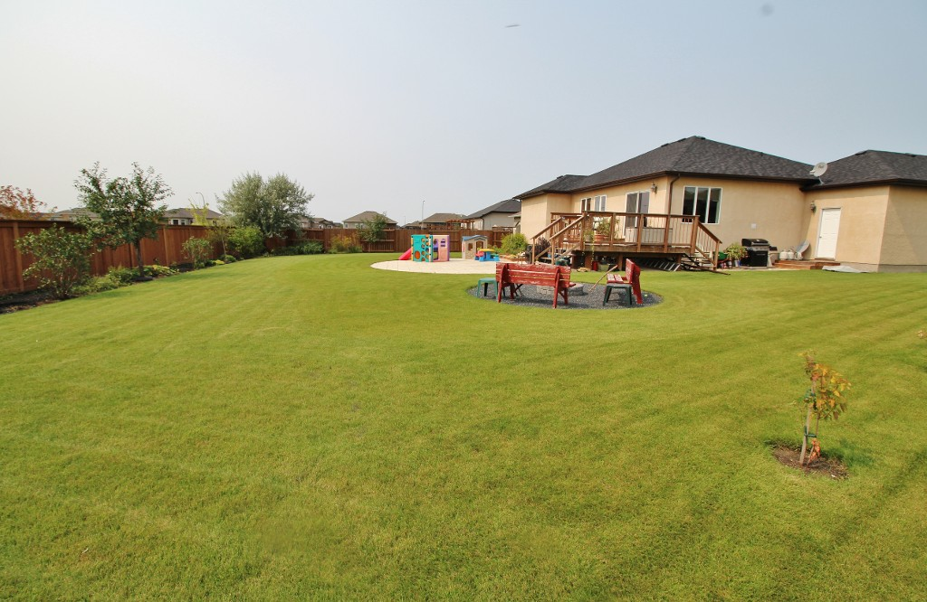 Photo 32: Great Family Home With HUGE Yard!