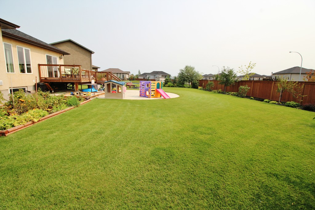 Photo 35: Great Family Home With HUGE Yard!