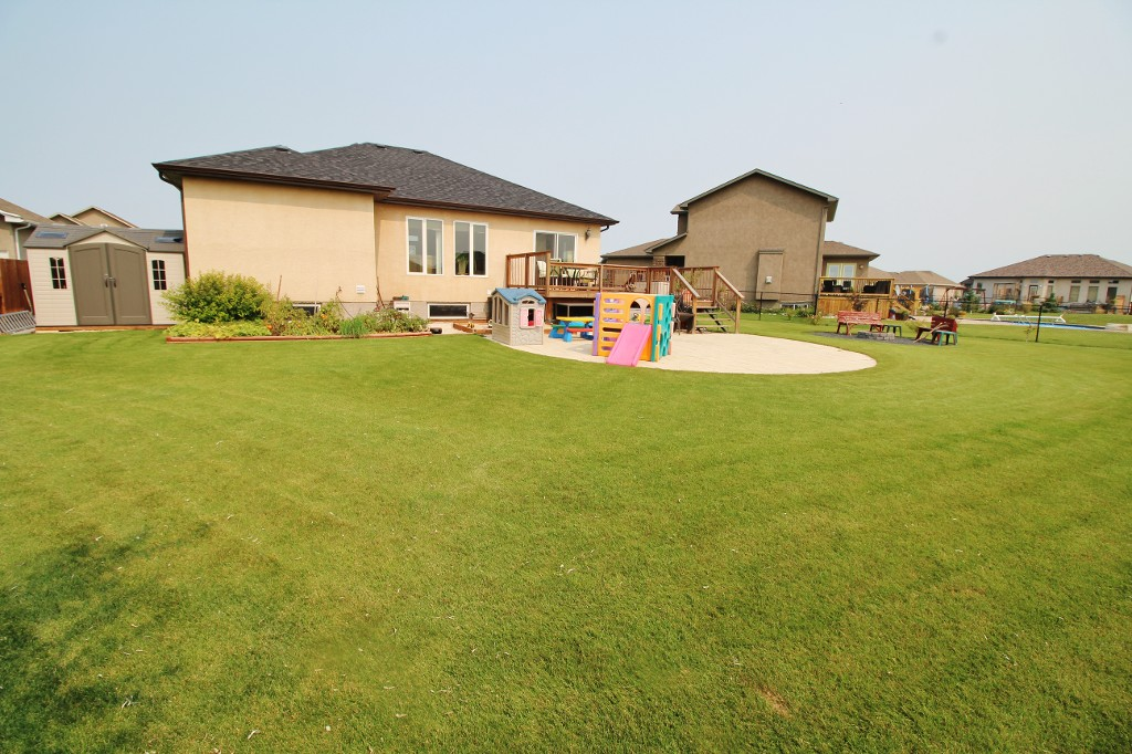 Photo 34: Great Family Home With HUGE Yard!