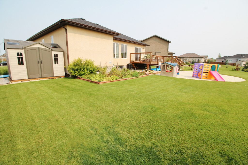 Photo 36: Great Family Home With HUGE Yard!