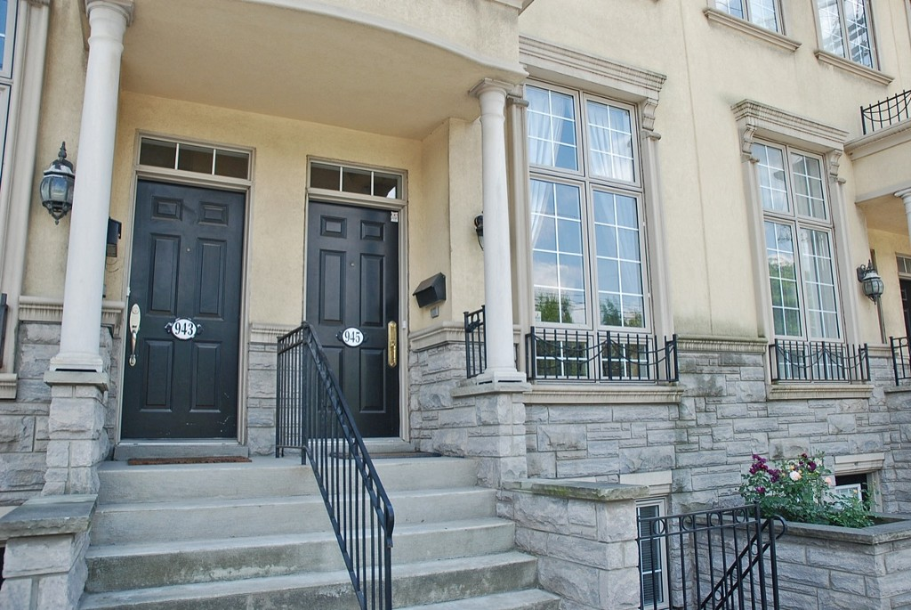 Photo 2: 945 Queen St W in Toronto: Trinity-Bellwoods Freehold for sale (Toronto C01)