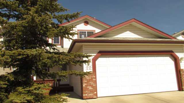 Warm and Inviting Home - BUYERS alert - flexible possession date...backs onto park!!!!   Kid Friendly community