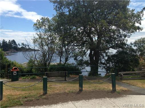 Photo 4: 465 Sturdee Street in VICTORIA: Es Saxe Point Residential for sale (Esquimalt)  : MLS® # 340861