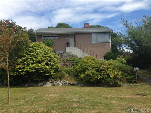 Main Photo: 465 Sturdee Street in VICTORIA: Es Saxe Point Residential for sale (Esquimalt)  : MLS® # 340861