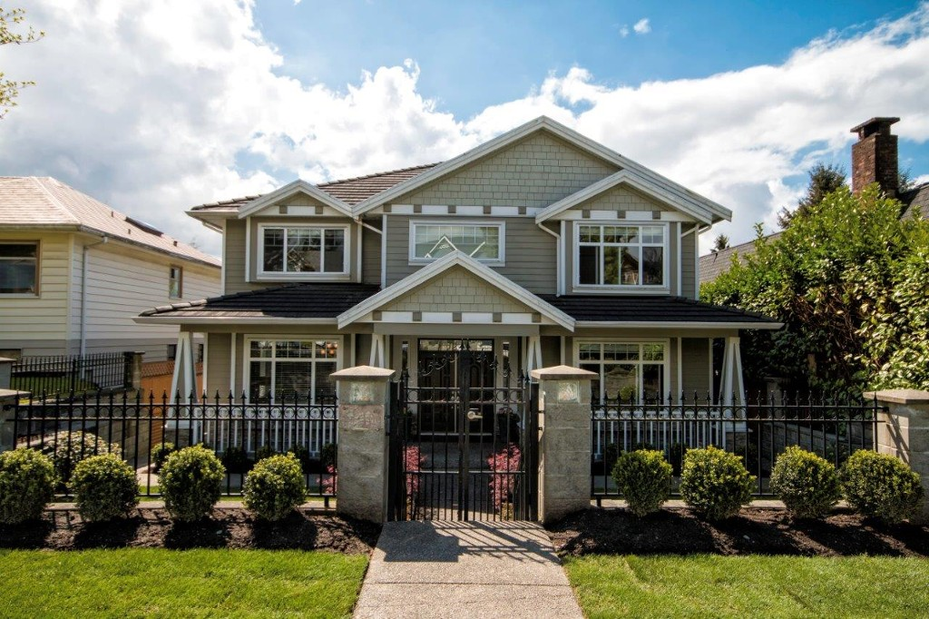 Main Photo:  in : Queensbury House for sale (North Vancouver)  : MLS®# v1065885
