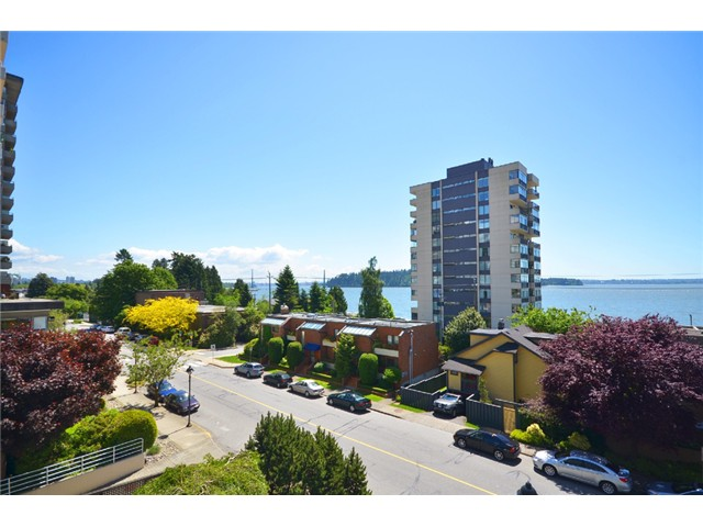 Main Photo: 1830 BELLEVUE AV in West Vancouver: Ambleside Condo for sale : MLS® # V1102775