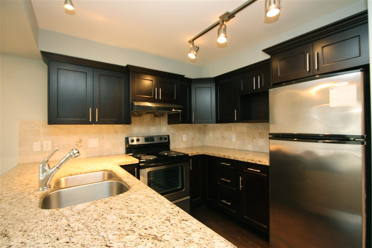 Photo 3: 105 3150 VINCENT STREET in Port Coquitlam: Glenwood PQ Condo for sale : MLS® # R2154370