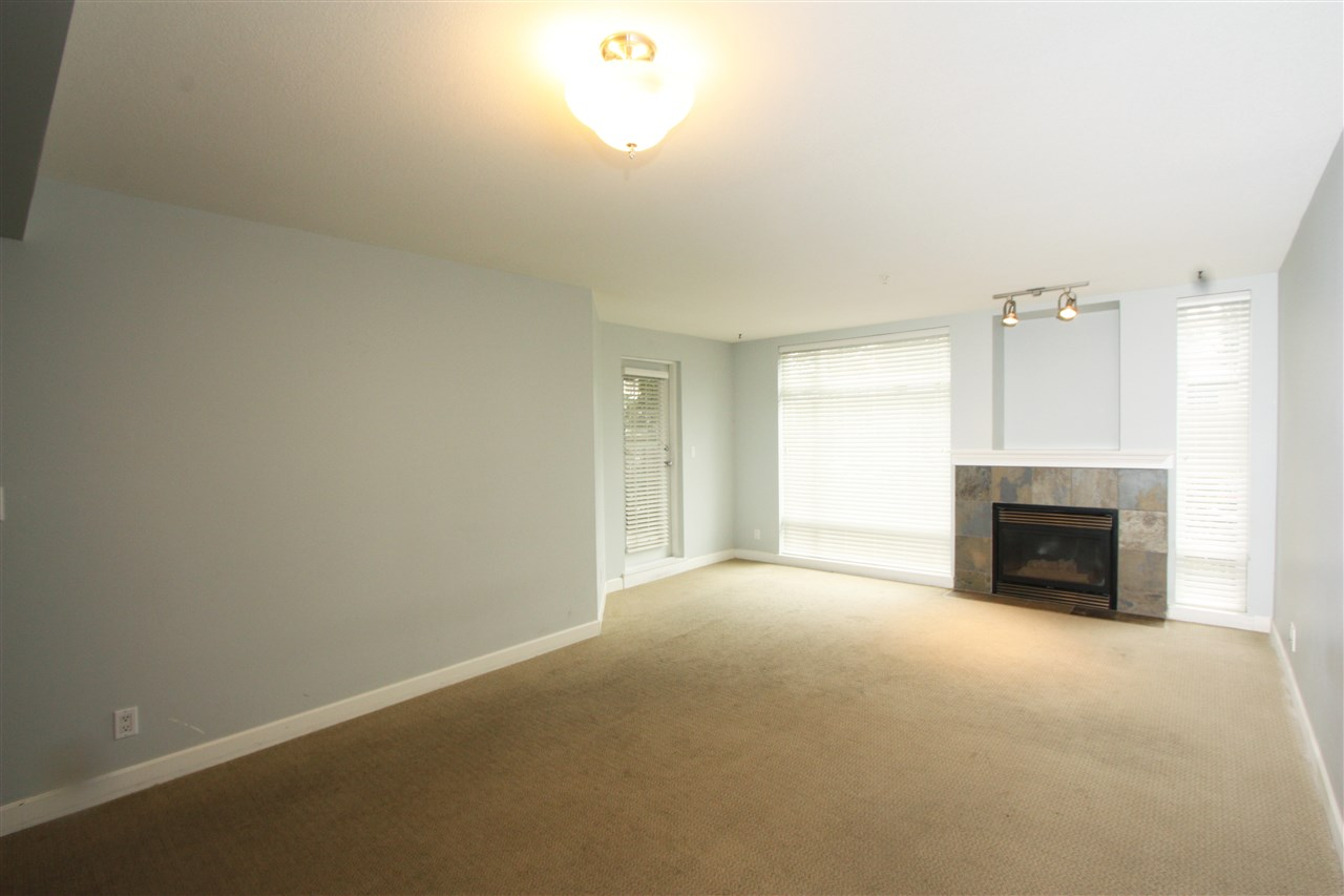 Photo 4: 105 3150 VINCENT STREET in Port Coquitlam: Glenwood PQ Condo for sale : MLS® # R2154370