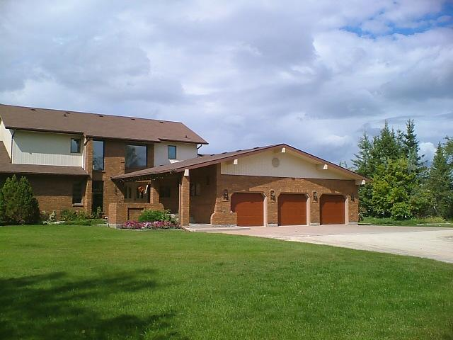 Main Photo: 561 DANKO Drive in ESTPAUL: Birdshill Area Residential for sale (North East Winnipeg)  : MLS® # 1202033