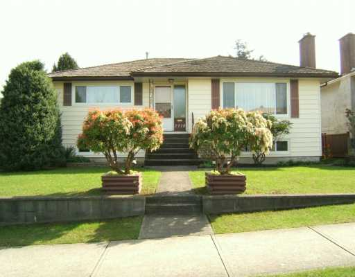 "Main Photo: 2718 E 54TH AV in Vancouver: Fraserview VE House for sale in ""FRASERVIEW"" (Vancouver East)  : MLS® # V586011"