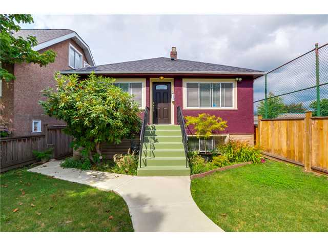 "Main Photo: 2647 NAPIER Street in Vancouver: Renfrew VE House for sale in ""RENFREW"" (Vancouver East)  : MLS® # V1083789"