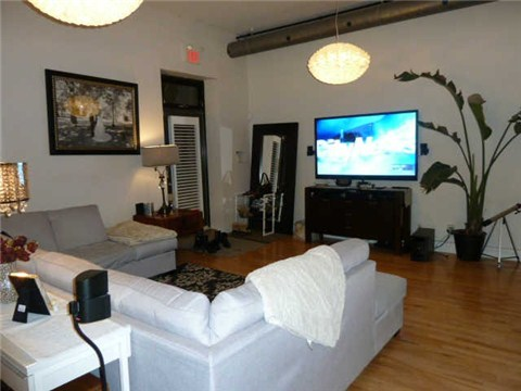 Photo 10: 99 Chandos Ave Unit #107 in Toronto: Dovercourt-Wallace Emerson-Junction Condo for sale (Toronto W02)  : MLS(r) # W3114834