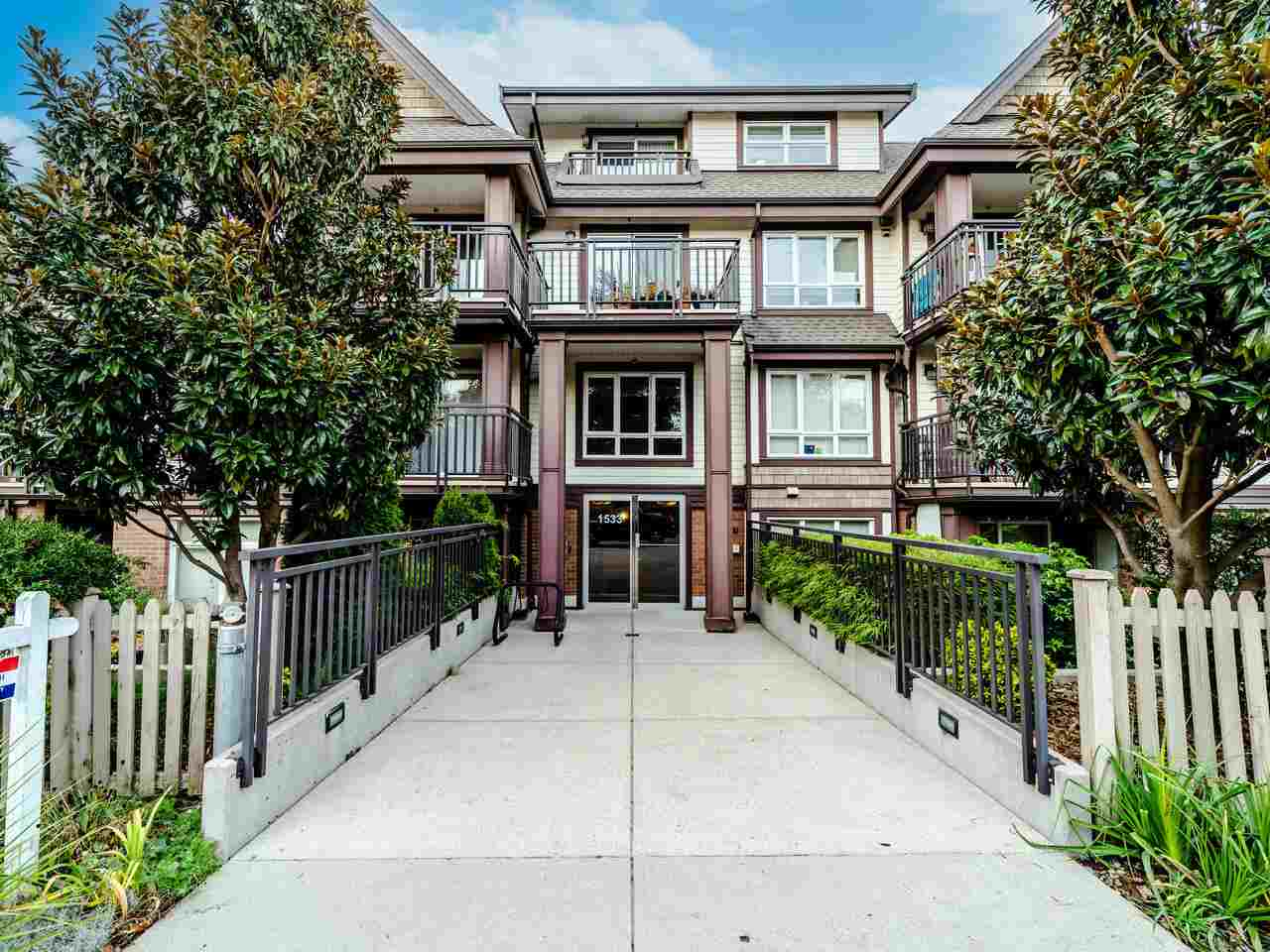 FEATURED LISTING: 304 - 1533 8TH Avenue East Vancouver