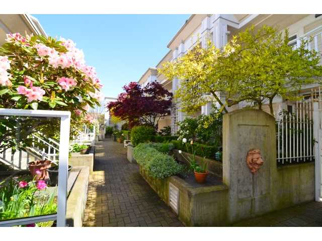"Main Photo: # 204 2545 W BROADWAY BB in Vancouver: Kitsilano Condo for sale in ""TRAFALGAR MEWS"" (Vancouver West)  : MLS® # V1004071"