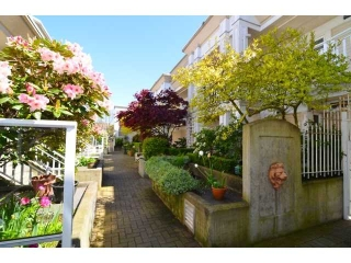 "Main Photo: 204 2545 W BROADWAY in Vancouver: Kitsilano Condo for sale in ""TRAFALGAR MEWS"" (Vancouver West)  : MLS(r) # V1004071"