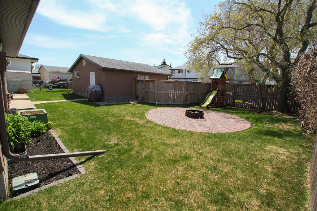 Photo 26: 199 Houde Drive in Winnipeg: St Norbert Single Family Detached for sale (South Winnipeg)  : MLS(r) # 1611350