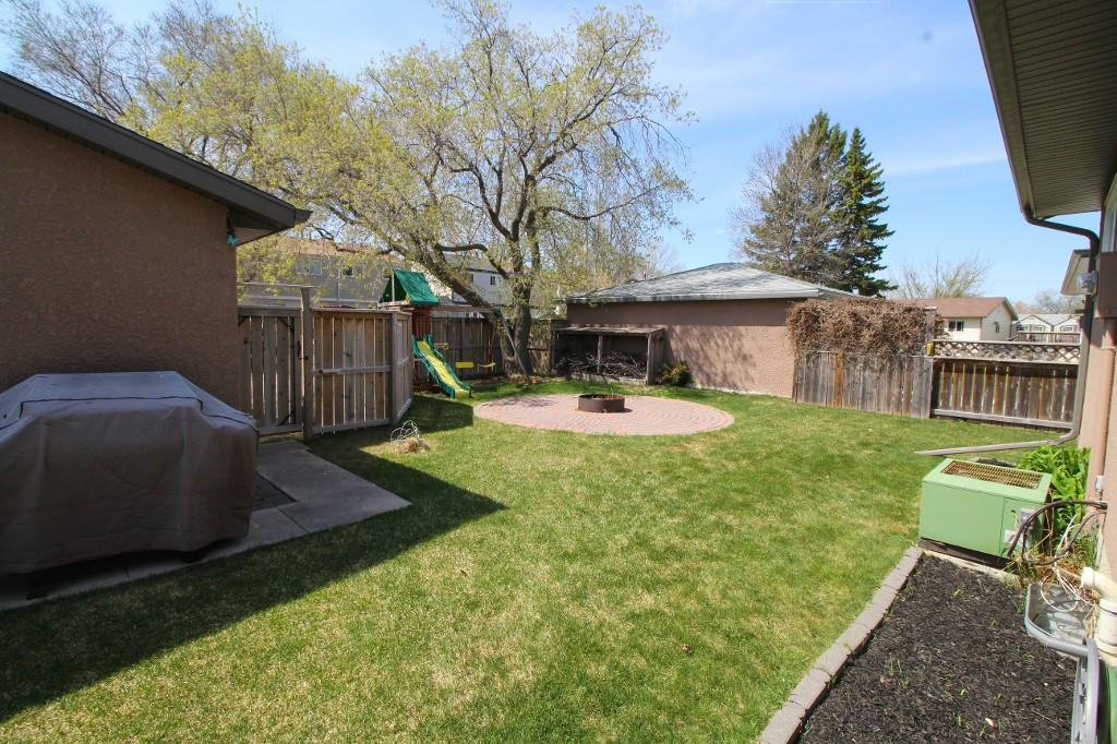 Photo 24: 199 Houde Drive in Winnipeg: St Norbert Single Family Detached for sale (South Winnipeg)  : MLS(r) # 1611350