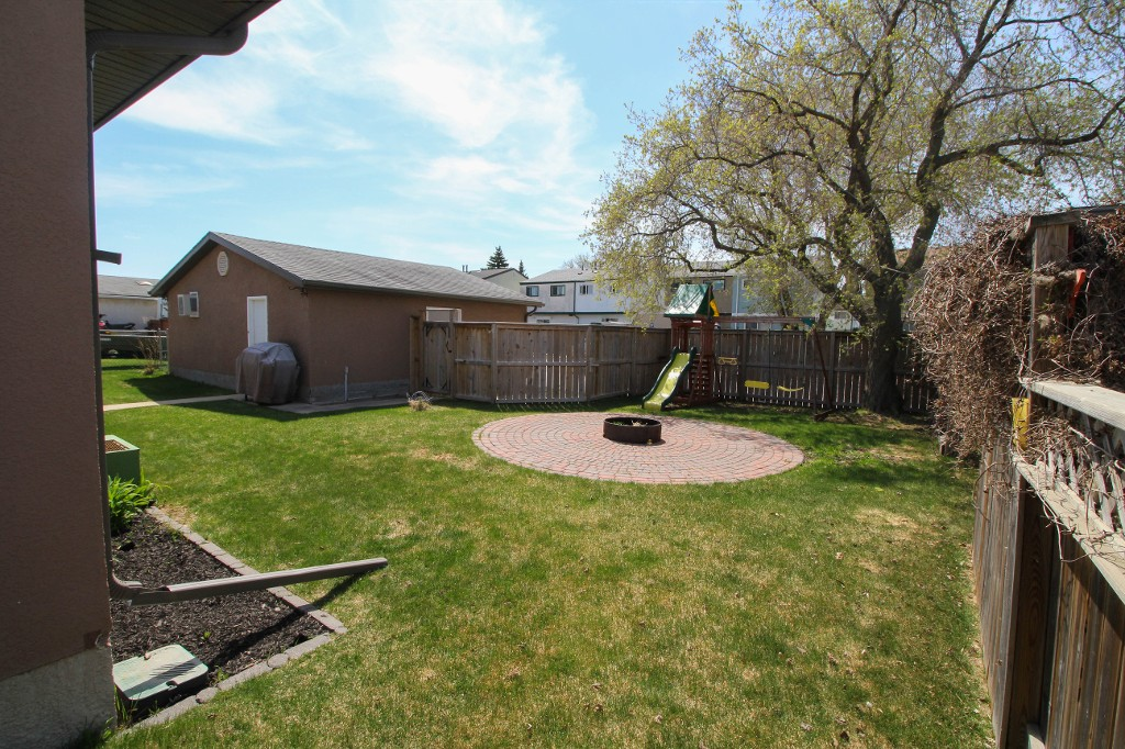 Photo 25: 199 Houde Drive in Winnipeg: St Norbert Single Family Detached for sale (South Winnipeg)  : MLS(r) # 1611350