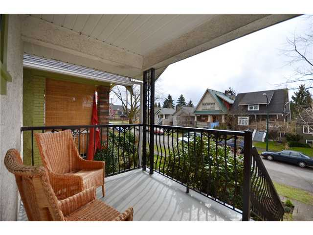 "Photo 10: 2049 GRAVELEY Street in Vancouver: Grandview VE House for sale in ""COMMERCIAL DRIVE"" (Vancouver East)  : MLS® # V938062"
