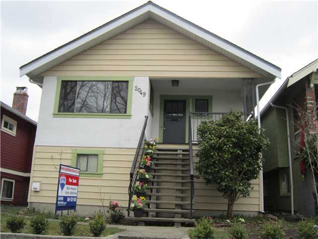 "Main Photo: 2049 GRAVELEY Street in Vancouver: Grandview VE House for sale in ""COMMERCIAL DRIVE"" (Vancouver East)  : MLS®# V938062"