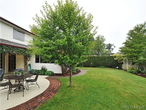 Photo 19: 1895 Hillcrest Avenue in VICTORIA: SE Gordon Head Single Family Detached for sale (Saanich East)  : MLS® # 323811