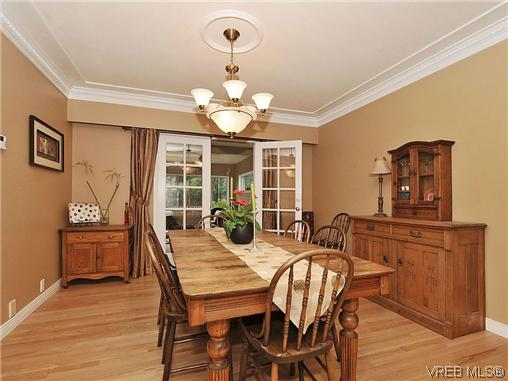 Photo 4: 1895 Hillcrest Avenue in VICTORIA: SE Gordon Head Single Family Detached for sale (Saanich East)  : MLS® # 323811