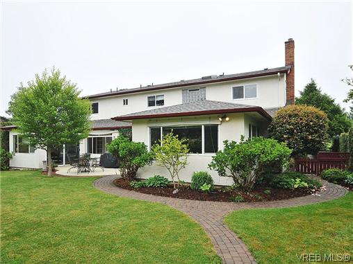 Photo 20: 1895 Hillcrest Avenue in VICTORIA: SE Gordon Head Single Family Detached for sale (Saanich East)  : MLS® # 323811