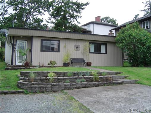 Main Photo: 1051 Chesterfield Road in VICTORIA: SW Strawberry Vale Single Family Detached for sale (Saanich West)  : MLS(r) # 279268