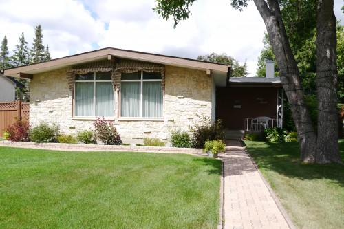 Main Photo: 47 Fordham Bay in Winnipeg: Fort Richmond Single Family Detached for sale (South Winnipeg)  : MLS®# 1519940