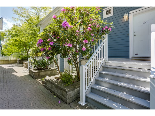 Main Photo: 45 123 Seventh Street in New Westminster: Uptown NW Townhouse for sale : MLS® # V1124444