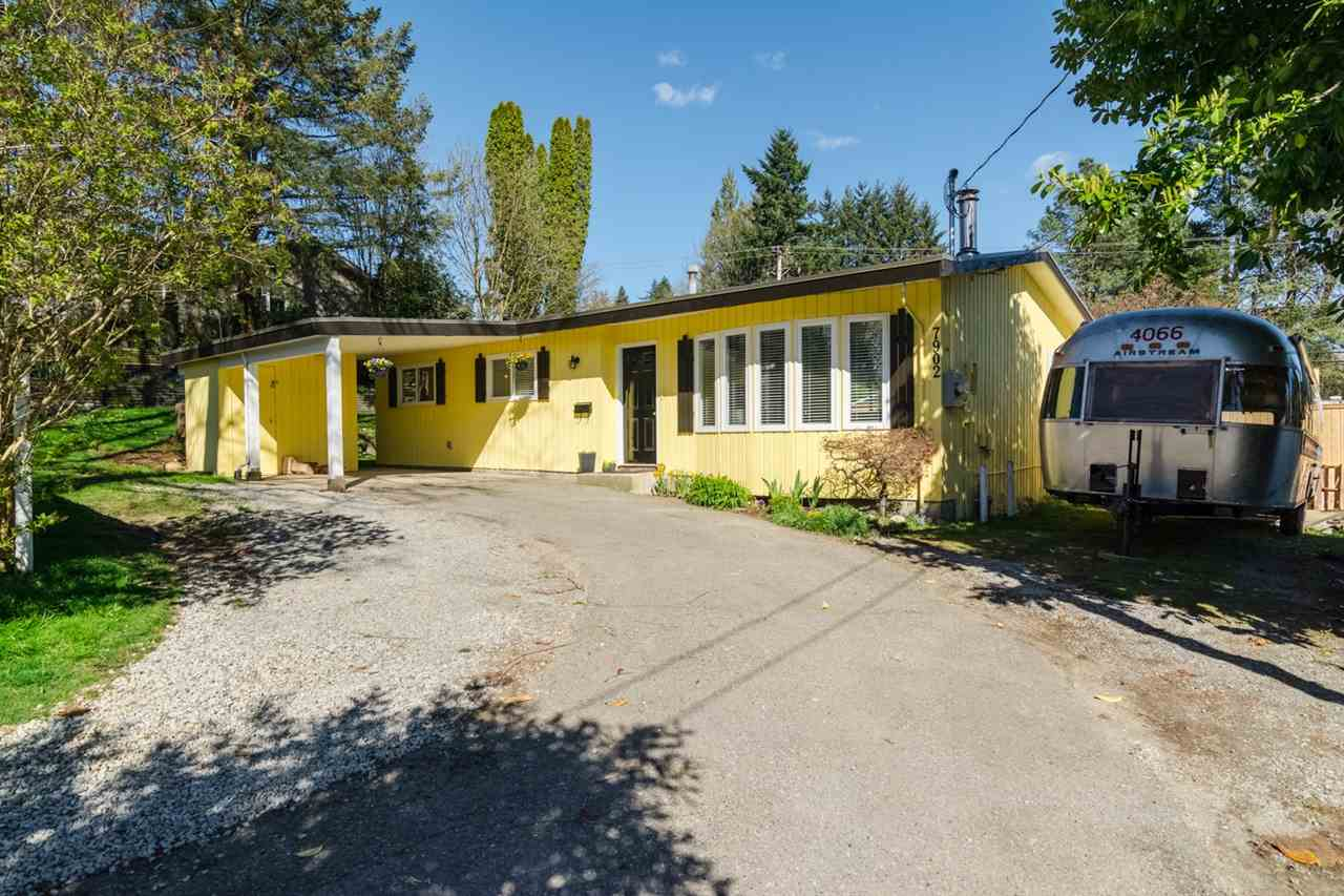 Photo 2: 7902 BURDOCK STREET in Mission: Mission BC House for sale : MLS® # R2074946