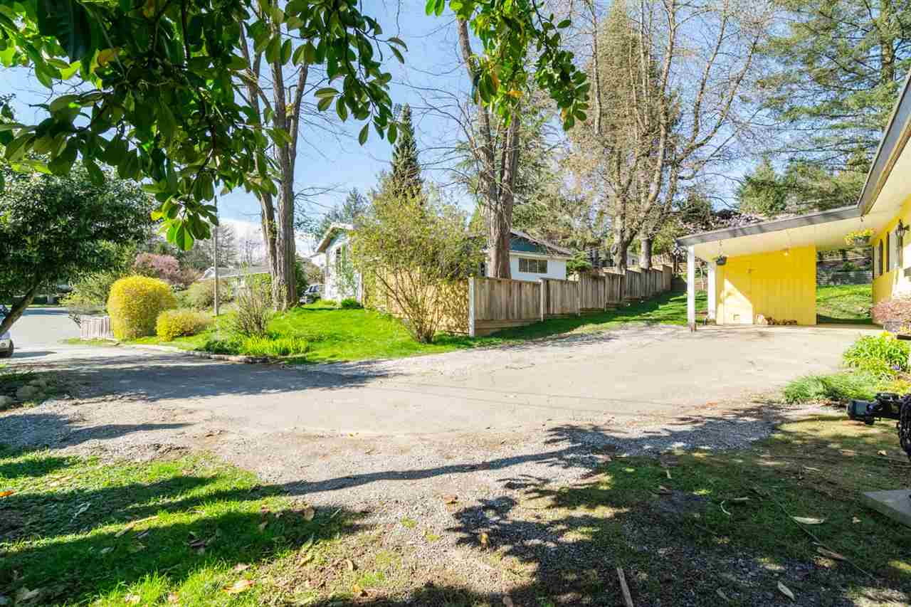 Photo 3: 7902 BURDOCK STREET in Mission: Mission BC House for sale : MLS® # R2074946