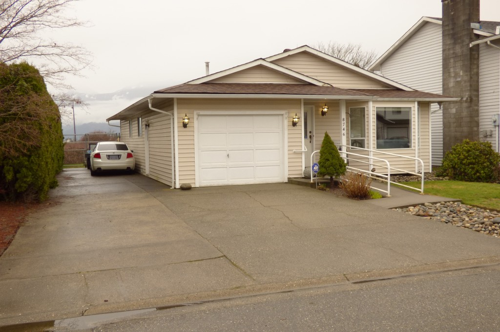 Main Photo: 8746 TILSTON STREET in Chilliwack: Chilliwack E Young-Yale House for sale : MLS® # R2144504