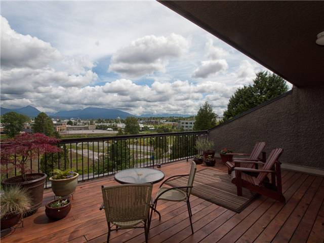 Main Photo: 720 774 GREAT NORTHERN Way in Vancouver: Mount Pleasant VE Condo for sale (Vancouver East)  : MLS® # V952390