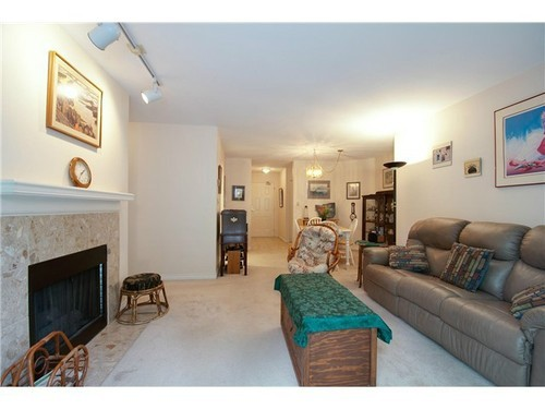 Photo 4: 400 6707 SOUTHPOINT Drive in Burnaby South: South Slope Home for sale ()  : MLS® # V985900