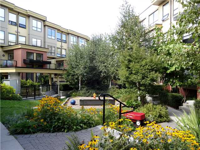Photo 11: # 118 1859 STAINSBURY AV in Vancouver: Victoria VE Condo for sale (Vancouver East)  : MLS(r) # V1022273